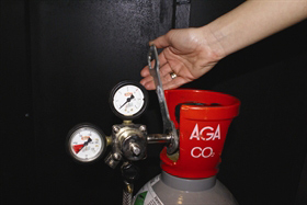 3. Remove the pressure gauge with an adjustable wrench.